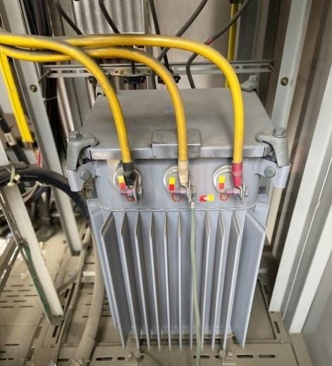 稼働中変圧器からの絶縁油採油